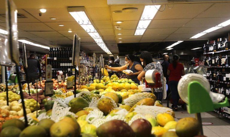 confianca do consumidor cresce 7 7 pontos em julho diz fgv