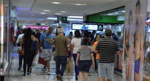 levantamento aponta melhorias no mercado de trabalho e retomada no consumo