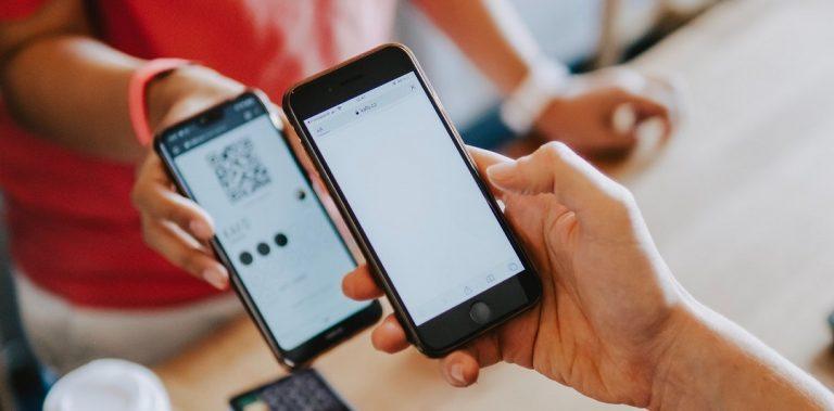 79 dos internautas compraram por aplicativos de loja no ultimo ano